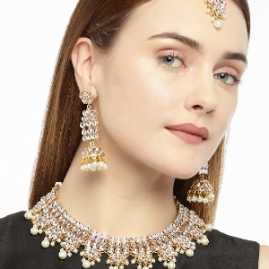 Women Gold-Plated Kundan-Studded Jewellery Set
